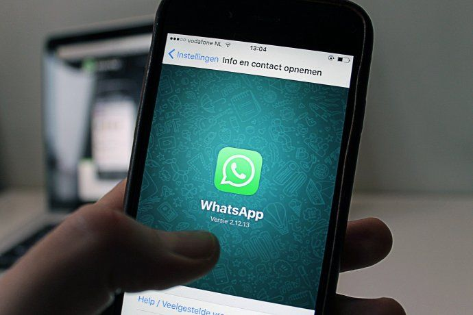 WhatsApp habilitó un buscador de stickers.