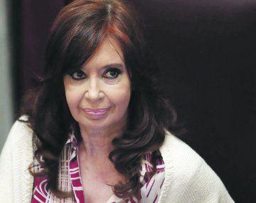 Cristina Fernández de Kirchner utilizó su cuenta de Twitter para respaldar publicar un video por el bombardeo sobre Plaza de Mayo, ocurrido en 1955.