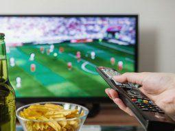 los jovenes miran menos tv y el futbol pierde audiencia