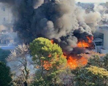 Se registró un voraz incendio en un sector de la cervecería Quilmes