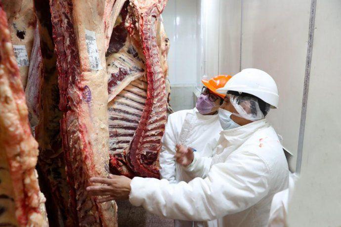 Más controles a la exportación de carne, granos y lácteos