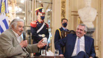 El presidente Alberto Fernández destacó hoy el compromiso, la conducta y la resiliencia del expresidente de Uruguay José Pepe Mujica.