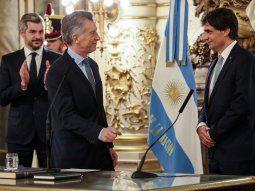 El presidente Mauricio Macri tomó juramento, en el Salón Blanco de la Casa Rosada, al nuevo ministro de Hacienda,  Hernán Lacunza.