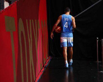 Luis Scola se llevó la pelota de lo que fue su último partido con la selección argentina de básquet.