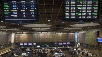 en busca de cubrirse de la inflacion, inversores reactivaron demanda de bonos cer: treparon hasta 1,6%