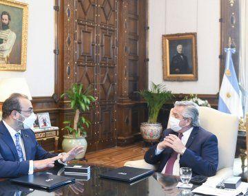 Alberto Fernández con Díaz Granados, titular de CAF.