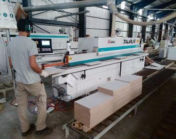 fábrica. La Valenciana tiene 200 empleados en su planta de Santa Fe.