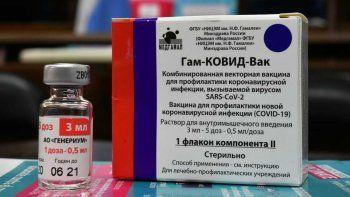Rusia asegura que la vacuna Sputnik V protege contra el coronavirus por al menos un año.