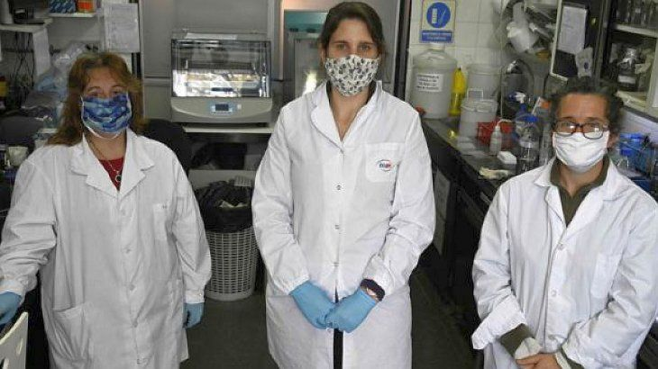 Investigadoras de bioquímica del INTA y del CONICET Viviana Parreno, Gisela Marcoppido y Marina Bok.