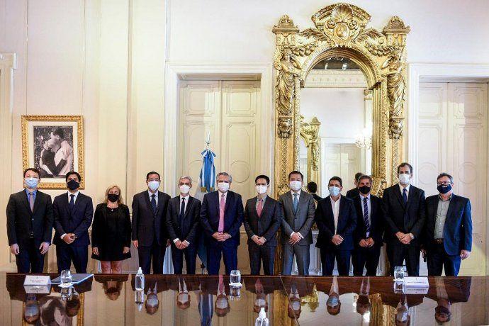 alberto-fernandez-estuvo-acompanado-el-ministro-transporte-mario-meoni-y-el-presidente-trenes-argent