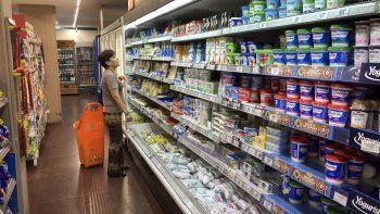 Los alimentos que integran la canasta básica deberán subir no más del 7%, según el acuerdo que el Gobierno suscribió con las grandes cadenas de supermercados.