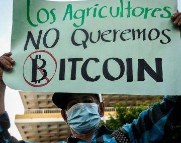 Protestas en El Salvador por el uso del bitcoin