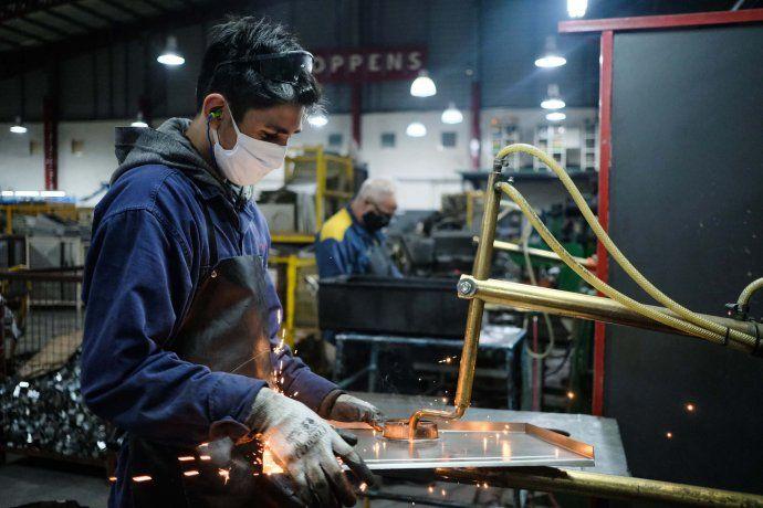 La industria y el empleo comenzó a recuperarse en los últimos meses.